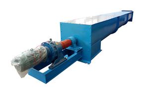 U型螺旋輸送機在输送场地限制的情况下起到很大的发挥作用;密封性能好,对于粉尘较大以及对环境有要求的场合具有极大的优势,可以避免输送过程中扬尘现象的产生。