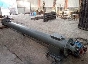 韩国用户定制的管式螺旋输送机,这是在车间发货前拍的照片,采用的是侧装式电机减速机,处理物料为:石粉;总共为3条,长度4-8米左右,直径为300mm。