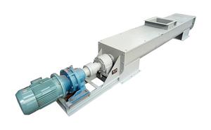 ls螺旋输送机直径在200-600mm之间,长度3-30米左右;过长螺旋输送机采用吊挂轴承;适宜输送粉状、颗粒状、小块物料,如:水泥、煤粉、粮食、化肥、灰渣、木屑等。