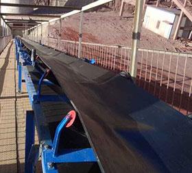 嘉峪关客户矿山现场,ydb100.com亿鼎博提供的是TD75型皮带输送机,总共为2条,带宽为B650mm,40米和75米,处理物料为矿山、处理量150t/h,目前运行有3年多了。