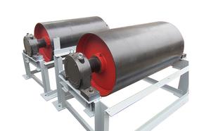 电动滚筒是一种将电机和减速器共同置于滚筒体内部的新型驱动装置。它主要应用于固定式和移动式带式输送机、替代传统的电动机,减速器在驱动滚筒之外的分离式驱动装置。