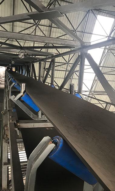 2017年中旬,为山西关岭山煤矿客户提供的TD75型皮带输送机和卸料小车,带宽为650mm,长度为100米左右,输送物料为煤炭,处理量每小时100吨,卸料点用。